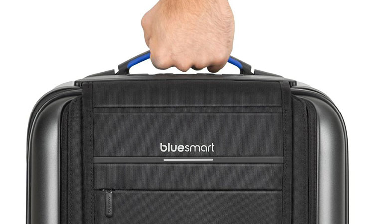 Bluesmart One scale in the handle